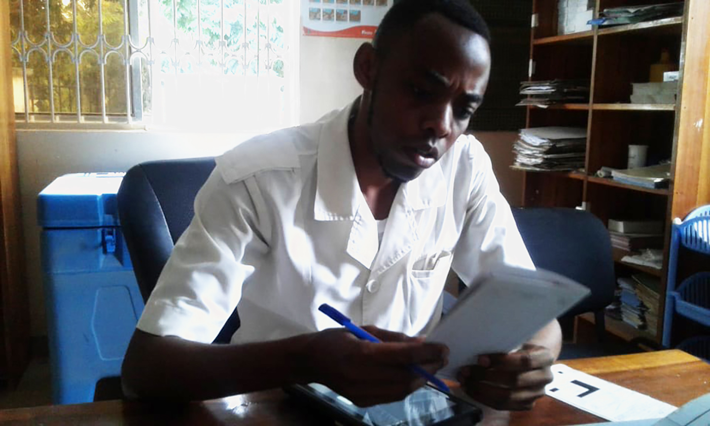 상세이미지1-탄자니아 미탄주니 보건소에서 진효중인 의사